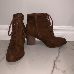 🌟2 for 35$🌟 Adorable brown heeled booties